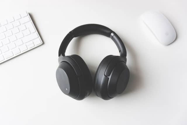 noise-canceling-headphones