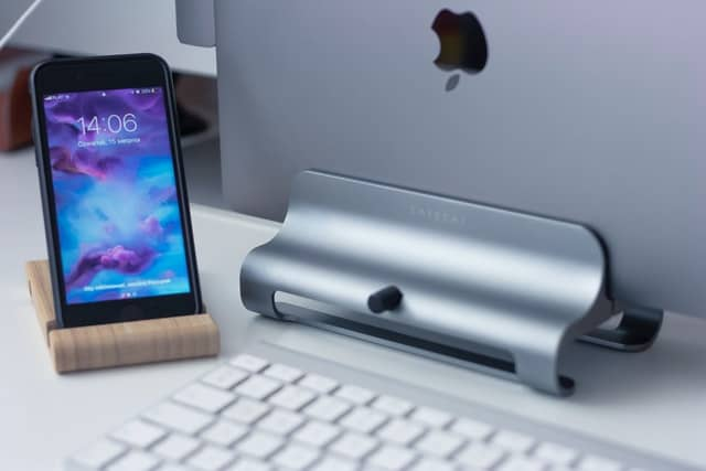 office-accessory-mobile-phone-stand